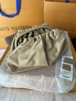 BOTTEGA VENETA 2700$ The Pouch Large Clutch Bag In Camel Butter Calf Leather