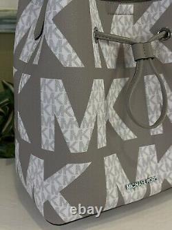 Michael Kors Suri Grand Sac À Dos Sac À Bandoulière Logo Graphique Gris Blanc Signature